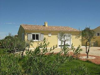 Location d'une villa neuve independante avec vue sur le Luberon