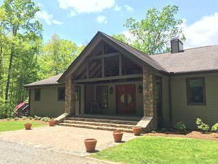 *Firepit & Spacious Home - Summer Hill - Near DuPont Forest!