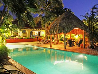 6BR Tropical Paradise, HUGE pool, Jacuzzi, beach area with bar. New listing!