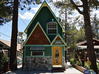 Storybook Chalet - Sugarloaf cabin with lots of charm, includes WiFi and firepl