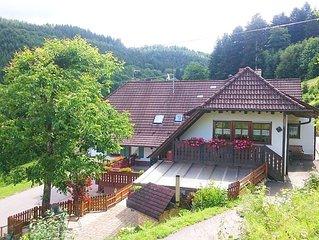 Bauernhof-Urlaub im Schwarzwald, Pony-Reiten fur Kinder, Urlaub mit Hund