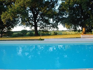 Le bonheur a la campagne, la propriete et la piscine rien que pour vous