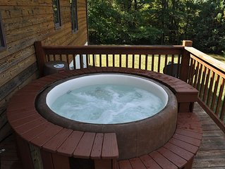 Soft Tub Hot Tub & Pool. Cozy & convenient to downtown, Biltmore & Interstates.