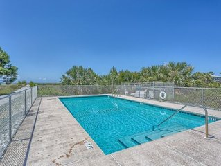 Gulf Front with Access To A Pool