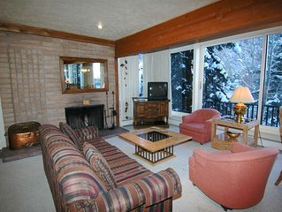 Large 3 bedroom condo, great views on Aspen, 1.5 blocks to downtown.Dur4-C