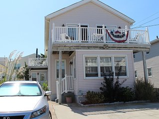 North Wildwood Townhouse, One Block To The Beach. Ocean Views From Deck.
