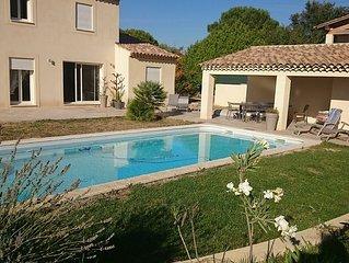 Villa, piscine, jacuzzi, grand terrain dans residence securisee