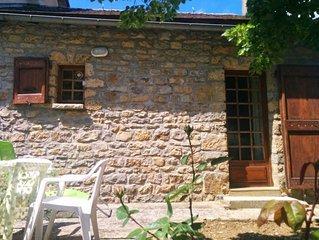 Maison indépendante avec jardin dans le village de Quézac