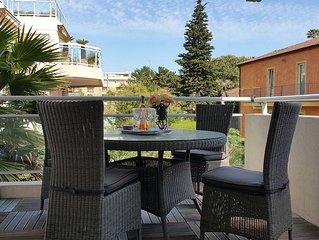 Tout confort.100m des plages Piscine Immence terrasse meublee Clim Wifi Parking