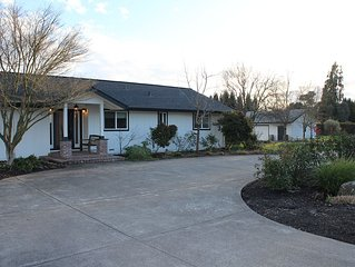 Wine Country Views Minutes to Healdsburg Plaza. Private Modern Home with Pool