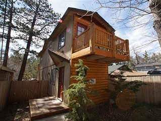 Juniper Log Cabin - Charming log style home located in a quiet neighborhood!