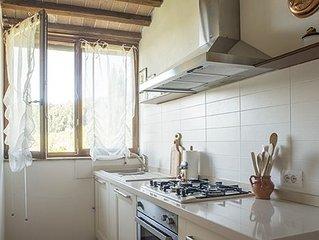 Antica casa colonica nel verde delle colline toscane tra Siena e il Chianti