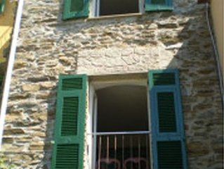 Charming stone cottage with sea views in the village of Manarola
