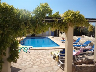 LUXURY VILLA - POOL - A/C - WI FI - SLEEPS  6/7 - 15 mins drive from Calpe beach