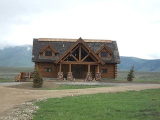 Eagles Eyrie is 3 levels of beautful log cabin with 4 bedrooms and 6 bathroom