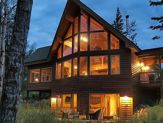 Timberframe Forest Chalet - Adorable Retreat in the Woods, Free Wi-Fi, solitude