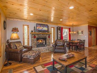 Privacy-2 miles to Parkway-King Beds-Pac Man-New Hot Tub-Free WiFi-2 Fireplaces