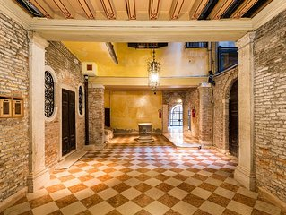 CA ROSA APARTMENT WITH LIFT,  IN A 1600 PALACE, 5 MINUTES FROM SAN MARCO SQUARE
