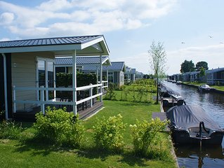 Waterlodge (6 Persons) Incl. Boat On The Waterfront At Holiday Park Giethoorn