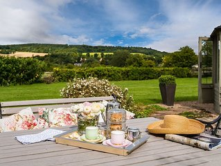 MULBERRY STEADS - stylish, spacious cottage for two, between Kelso and Jedburgh