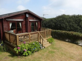 Lodge With Sun Deck And Enclosed Garden