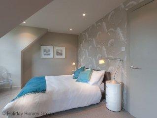 2 Bedroom, 2 Bathroom  House sleeps 6 in Edinburgh, Free Internet Access