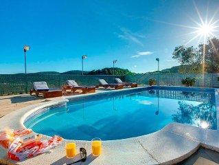 Casa tipica ibicenca con vistas, piscina, jacuzzi, jardin, billar y ping pong.