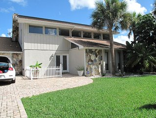 Gulf Front Vacation Villa - Large Covered Pool, Boat Dock, 3 Bedrooms, fishing