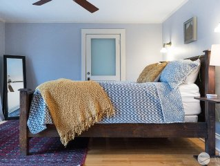 Clinton Manor: 4 BR Historical Home w/ New Furnishings & Updates (Sleeps 10)