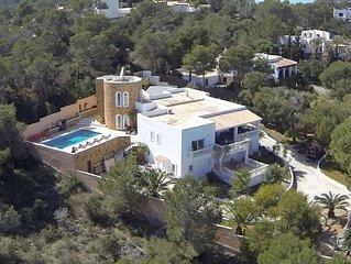 Huge Villa With 2 Apts, 4 Big Bedrooms, 5 Mins from famous Cala Bassa Beach Club