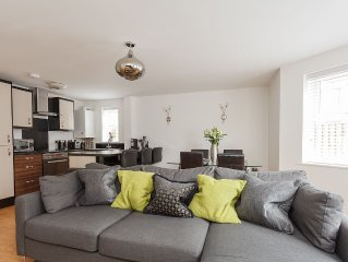 Stunning Contemporary Apartment, located 0.3 miles from Bournemouth Beach