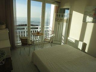 exceptionnelle Villa 4 * FRONT DE MER vue panoramique pieds dans l'eau