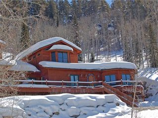 DISCOUNTS FOR 5+ NIGHTS - STEPS TO SLOPES - HOT TUB - POOL TABLE - ON CALL SHUT