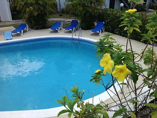 STYLISH 2 BEDROOM TOWNHOUSE WITH POOL close to Accra beach