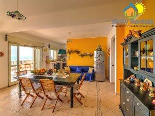 Bellissimo appartamento con veranda sul mare, a pochi passi dalla spiaggia