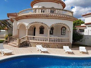 Villa independante pour 8 pers., 2000 m. de la plage, piscine privee
