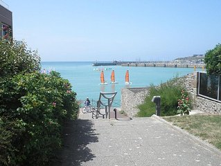 Appartement  bord de mer, vue mer, accés à la plage.
