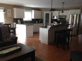 Fully Equipped, minutes from beach and Harrison Boardwalk, hot tub