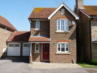 Modern 3 bed detached house with Wi-Fi in a quiet residential area.