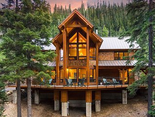 Beautiful Private Luxury Cabin Overlooking Tumalo Lake in a Spectacular Setting.