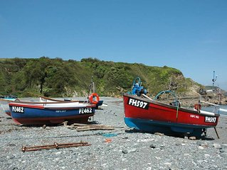 Yards From Beach In Tranquil Cornish Fishing Village