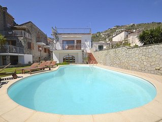 Residence Serenata C is a charming apartment that is part of a villa. It featur