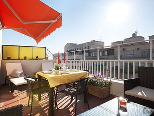 Attic with 25m2 terrace for 2 people in the city centre - Barcelona