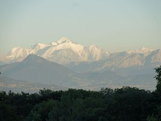 Superb wooden house with magnificent views Jura / Alpes 20 minutes from Geneva
