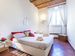 The Colosseum garden: Rome city centre flat to let short stay: WIFI, aircon