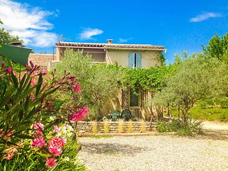 Nice quiet house 6 persons with pool facing the Luberon and near Gorde
