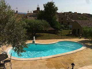 Provence style villa with swimming pool in the center of Luberon