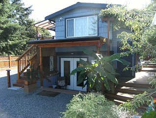 West Coast Charm 2 or 3 Bedroom Suite, walking distance to ferry & oceanfront