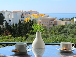 Large Lux 2 Bed Property-Private garden & sea views beside golf/beach, Free Wifi