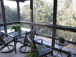 Private 2nd Floor End Unit, Stunning Lagoon View, WiFi, 1-2 min walk to beach